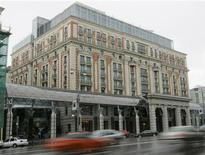 Гостиница Ritz-Carlton в центре Москвы, 1 июля 2007 года. Квартальная прибыль гостиничного оператора Marriott International Inc превысила прогнозы за счет укрепления корпоративного бизнеса и снижения издержек. REUTERS/Alexander Natruskin