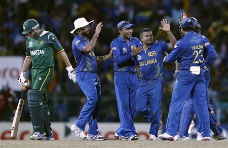 Sri Lanka's Rangana Herath (2nd R) celebrates with his teammates after he took the wicket of Pakistan's Shahid Afridi (L) during their Twenty20 World Cup semi-final cricket match in Colombo October 4, 2012. REUTERS/Dinuka Liyanawatte
