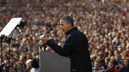 U.S. President Barack Obama speaks to an estimated crowd of 30,000 at a campaign rally at the University of Wisconsin in Madison, Wisconsin October 4, 2012. REUTERS/Kevin Lamarque