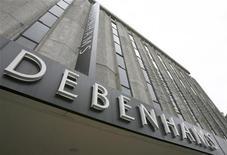 Магазин Debenhams на улице Оксфорд-стрит в Лондоне, 19 октября 2008 года. Британский ритейлер Debenhams, предпринявший в сентябре вторую попытку выйти на рынок РФ, ждет, что к 2015 году российские магазины будет приносить пятую часть всей зарубежной выручки, сказал Рейтер директор компании по международным рынкам. REUTERS/Andrew Winning