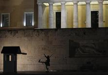 A Greek presidential guard marches past the Monument of the Unknown Soldier in front of the parliament in Athens October 6, 2012. Greece will continue talks with international lenders next week on new austerity measures for the debt-ridden country to clinch its next loan tranche, the finance minister said on Saturday, with both sides saying progress had been made. REUTERS/John Kolesidis