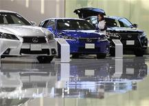 A visitor looks at a Toyota Motor Corp's Lexus vehicle displayed at the company's showroom in Tokyo September 26, 2012. REUTERS/Yuriko Nakao