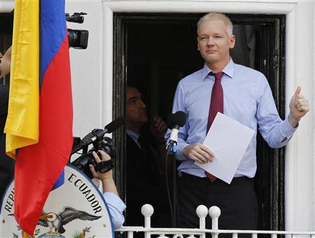 Wikileaks founder Julian Assange gestures as he appears to speak from the balcony of Ecuador's embassy, where he is taking refuge in London August 19, 2012. REUTERS/Chris Helgren