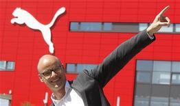 Глава по стратегии и развитию Puma Франц Кох позирует перед штаб-квартирой компании в немецком Херцогенаурахе, 14 апреля 2011 года. Немецкая Puma, мечтающая догнать по продажам своих основных конкурентов - компании Nike и Adidas, выпустит линию биологически разлагаемой спортивной обуви и одежды, стремясь таким способом минимизировать вред для окружающей среды. REUTERS/Michaela Rehle