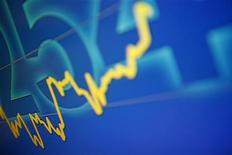 График колебаний индекса Hang Seng на бирже в Гонконге 19 сентября 2011 года. Азиатские фондовые рынки, кроме Китая, снизились, так как инвесторы проявляют осторожность накануне сезона квартальной отчетности. REUTERS/Tyrone Siu