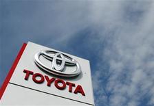 <p>Toyota Motor va rappeler 7,43 millions de véhicules dans le monde, en raison d'un mauvais fonctionnement de l'ouverture automatique des vitres susceptible de présenter un risque d'incendie. /Photo prise le 10 octobre 2012/REUTERS/Heinz-Peter Bader</p>