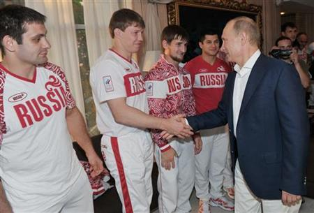 Russian President Vladimir Putin (R) welcomes Russia's national judo team in Sochi August 11, 2012. REUTERS/Alexei Nikolsky/RIA Novosti/Kremlin