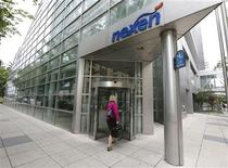 A woman walks into the Nexen building in downtown Calgary, Alberta, in this July 23, 2012 file photo. Canada said October 11, 2012 it needs more time to complete its review of China's CNOOC Ltd $15.1 billion bid to take over Nexen Inc, a deal that has raised fears about opening the Canadian energy sector to China's state-owned companies. REUTERS/Todd Korol/Files