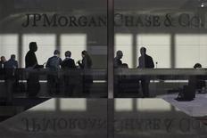 Приемная в головном офисе JP Morgan в Нью-Йорке, 11 мая 2012 года. Крупнейший банк США JP Morgan Chase & Co увеличил прибыль в третьем квартале 2012 года благодаря росту ипотечного кредитования. REUTERS/Eduardo Munoz