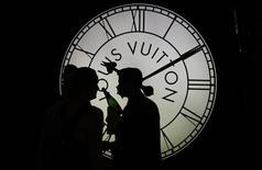 <p>Une enquête préliminaire de police a été ouverte en début de semaine par le parquet de Paris après la plainte d'Hermès contre LVMH visant les conditions d'entrée du géant mondial du luxe dans son capital. /Photo d'archives/REUTERS/Tobias Schwarz</p>