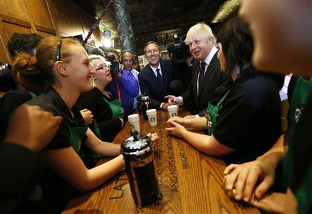 London Mayor Boris Johnson (3rd R) and Starbucks CEO Howard Schultz (C) chat to apprentice barristas in the company's Mayfair Vigo Street branch in central London September 12, 2012. Picture taken September 12, 2012. REUTERS/Andrew Winning