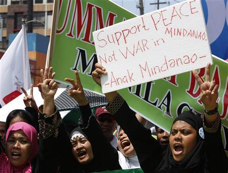 KEREVIAA ETHNIC TRUMP MUSLIM SET RED5. Muslims shout slogans in support of a peace deal
