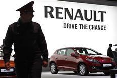 Автомобиль Renault Megane на автосалоне в Москве, 31 августа 2012 года. Renault и Nissan усилят степень интеграции и попытаются упрочить структуру своего альянса ради более эффективной конкуренции с Volkswagen, сообщили источники. REUTERS/Maxim Shemetov
