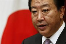Японский премьер Ёсихико Нода проводит пресс-конференцию в своей токийской резиденции, 1 октября 2012 года. Премьер-министр Японии Ёсихико Нода планирует новый раунд экономических стимулов в попытке возобновить рост экономики, однако экономисты считают, что обещанного им 1 триллиона иен ($12,7 миллиарда) будет недостаточно для оказания длительного эффекта. REUTERS/Toru Hanai