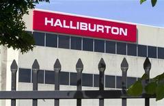 Офис Halliburton в Хьюстоне, 6 апреля 2012 года. Нефтесервисная компания Halliburton Co снизила прибыль в третьем квартале из-за замедления буровой активности в США и роста стоимости сырья. REUTERS/Richard Carson