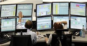 Traders work at their desks at Frankfurt's stock exchange August 8, 2011. REUTERS/Pawel Kopczynski