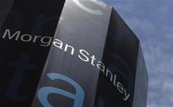 ОФис Morgan Stanley в Нью-Йорке, 1 июня 2012 года. Прибыль Morgan Stanley в третьем квартале 2012 года оказалась лучше прогнозов благодаря хорошей выручке от торговли облигациями, которая долго была ахиллесовой пятой инвестиционного банка. REUTERS/Eric Thayer