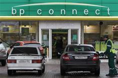 A pump attendant fills cars at a BP petrol station in Moscow October 22, 2012. Rosneft announced on Monday a two-part deal worth around $55 billion that gives British oil company BP a stake of 19.75 percent in the state-controlled Russian energy firm and two seats on the board, and offers an exit for the TNK-BP's other shareholders AAR, as well. REUTERS/Maxim Shemetov