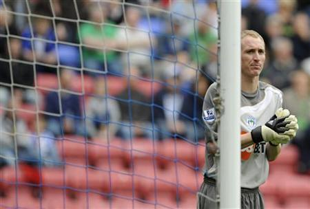 File picture of Chris Kirkland during an English Premier League soccer match against Chelsea in Wigan, northern England, September 26, 2009. REUTERS/Nigel Roddis