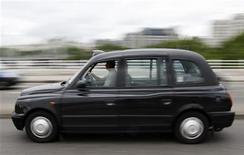 <p>Manganese Bronze, qui construit les mythiques taxis noirs londoniens, a demandé lundi la nomination d'administrateurs judiciaires faute d'avoir trouvé de nouveaux financements. /Photo d'archives/ REUTERS/Stephen Hird</p>