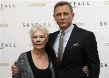 """Actor Daniel Craig poses with actress Judy Dench during a photocall to promote the new James Bond film """"Skyfall"""", at a hotel in central London October 22, 2012. REUTERS/Andrew Winning"""