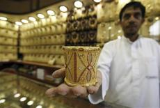 Mahdi al-Mehri, 28, a Saudi jeweller, displays gold bangle in a jewellery shop at the surrounding area of the Grand Mosque during the annual haj pilgrimage in the holy city of Mecca October 20, 2012. REUTERS/Amr Abdallah Dalsh