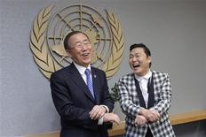 "South Korean singer Psy (R) practises some ""Gangnam Style"" dance steps with U.N. Secretary-General Ban Ki-moon during a photo opportunity at the U.N. headquarters in New York October 23, 2012. REUTERS/Eduardo Munoz"