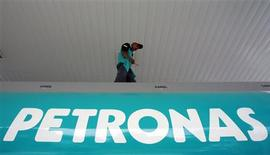 A Petronas worker inspects a tanker in Kuala Lumpur in this July 3, 2006 file photo. REUTERS/Bazuki Muhammad/Files