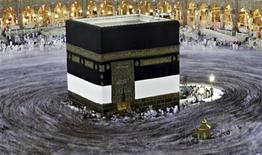 Muslim pilgrims circle the Kaaba and pray at the Grand mosque during the annual haj pilgrimage in the holy city of Mecca October 23, 2012, ahead of Eid al-Adha which marks the end of haj. REUTERS/Amr Abdallah Dalsh