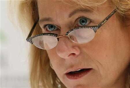Under pressure, Anglo CEO Cynthia Carroll steps down