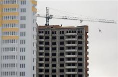 Недостроенные жилые дома в Киеве, 24 декабря 2008 года. Европейский банк реконструкции и развития снизил прогноз роста для Украины и подтвердил, что ожидает небольшого ускорения роста в развивающейся Европе и Северной Африке в следующем году после резкого спада в этом году. REUTERS/Gleb Garanich