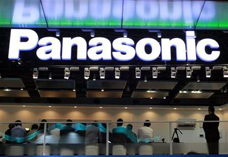 People visit Panasonic Corp's booth at CEATEC JAPAN 2012 electronics show in Chiba, east of Tokyo, October 2, 2012. REUTERS/Yuriko Nakao