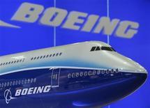 Модель самолета Boeing 747 на Asian Aerospace Expo в Гонконге 8 сентября 2009 года. Российская госкорпорация Ростехнологии заключила контракт на покупку у авиагиганта Boeing 35 самолетов модели 737 MAX, говорится в совместном пресс-релизе. REUTERS/Bobby Yip