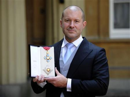 Jonathan Ive, senior vice president of industrial design at Apple Inc poses with his with his Knight Commander of the Order of the British Empire award (KBE) after an investiture ceremony at Buckingham Palace in London May 23, 2012. REUTERS/Rebecca Naden/pool