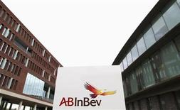 <p>Anheuser-Busch InBev a publié mercredi des résultats trimestriels inférieurs au consensus, en raison notamment d'une baisse des ventes aux Etats-Unis. /Photo d'archives/REUTERS/Francois Lenoir</p>