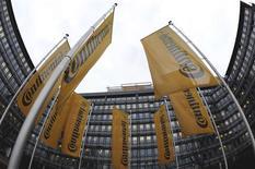 <p>L'équipementier automobile allemand Continental va réduire une partie de sa production car la crise de la dette en Europe mine la demande. /Photo d'archives/REUTERS/Kai Pfaffenbach</p>
