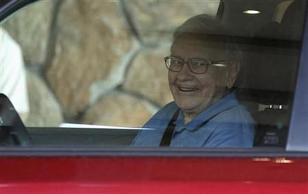 Berkshire Hathaway CEO Warren Buffett arrives to attend the Allen & Co Media Conference in Sun Valley, Idaho July 10, 2012. REUTERS/Jim Urquhart