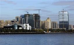 Строящиеся здания в Баку 3 ноября 2010 года.Британский нефтегазовый гигант BP в пятницу сменил Рашида Джаваншира в должности главы регионального подразделения, отвечающего за Азербайджан, Турцию и Грузию, вслед за критикой со стороны Баку по поводу падения добычи. REUTERS/Osman Karimov
