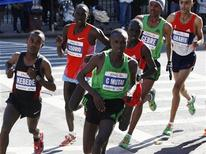 (L-R) Tsegaye Kebede, Matthew Kisorio, Geoffrey Mutai, Emmanual Matai, Gebre Gerbremariam, and Jaouad Gharib compete in the 2011 New York City Marathon, November 6, 2011. REUTERS/Jessica Rinaldi
