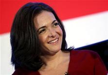 Diretora do Facebook Sheryl Sandberg vendeu 7,4 milhões de dólares em ações da rede social nesta semana. 02/09/2012. REUTERS/Mike Segar