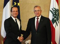 France's President Francois Hollande (L) shakes hands with Lebanon's President Michel Suleiman at the presidential palace in Baabda, near Beirut November 4, 2012. REUTERS/Mohamed Azakir