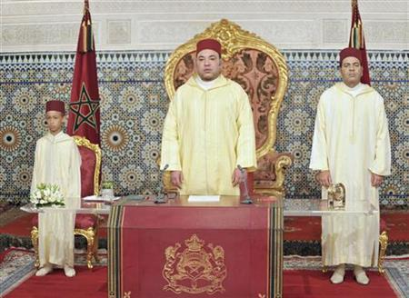 Morocco's King Mohammed VI (C) prepares to give a speech beside his son Crown Prince Moulay Hassan III (L) and his brother Moulay Rachid in Rabat July 30, 2012. REUTERS/Maghreb Arabe Presse/Handout/Files