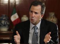 Ministro das Finanças do México, Jose Antonio Meade, fala durante entrevista à Reuters na Cidade do México. Países do G20 que são capazes de oferecer um estímulo fiscal devem fazê-lo para apoiar o crescimento, disse Meade no sábado. 14/02/2012 REUTERS/Henry Romero