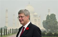 Canadian Prime Minister Stephen Harper poses for a picture in front of the historic Taj Mahal in the northern Indian city of Agra November 5, 2012. Harper is on a six-day state visit to India. REUTERS/Stringer