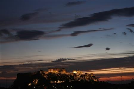 The temple of the Parthenon is illuminated at the Acropolis hill in Athens November 5, 2012. A deal on keeping Greece afloat and providing more bailout money for the near-bankrupt state is unlikely to be reached next week when euro zone finance ministers meet in Brussels, a senior EU official said on Monday. REUTERS/John Kolesidis