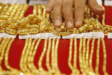 Gold rush: China jewelers go west for growth