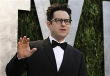 """J.J. Abrams, co-creador de la exitosa serie de televisión """"Lost"""" y uno de los principales productores-directores de Hollywood de películas y programas televisivos, recibirá el premio Norman Lear Achievement de Televisión, dijo el lunes el Sindicato de Productores de América, la organización que representa a los productores estadounidenses. En la imagen, de 26 de febrero, el director J.J. Abrams en la fiesta Vanity Fair Oscar en California. REUTERS/Danny Moloshok"""
