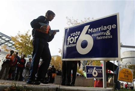 People line up for early voting in Silver Spring, Maryland October 27, 2012. Question 6 on the Maryland ballot is a referendum petition that, if passed, allows gay and lesbian couples to obtain a civil marriage license. REUTERS/Gary Cameron