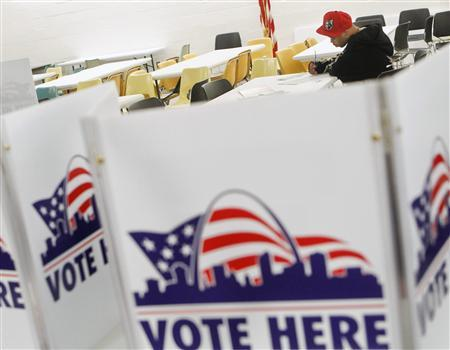 A voter casts his ballot at Missouri School for the Blind during the U.S. Presidential Election in St. Louis, Missouri, November 6, 2012. REUTERS / Sarah Conard