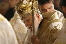The head of Bulgaria's Orthodox Church Patriarch Maxim leads the traditional Christmas mass at Alexander Nevski cathedral in Sofia December 25, 2010. REUTERS/Stoyan Nenov